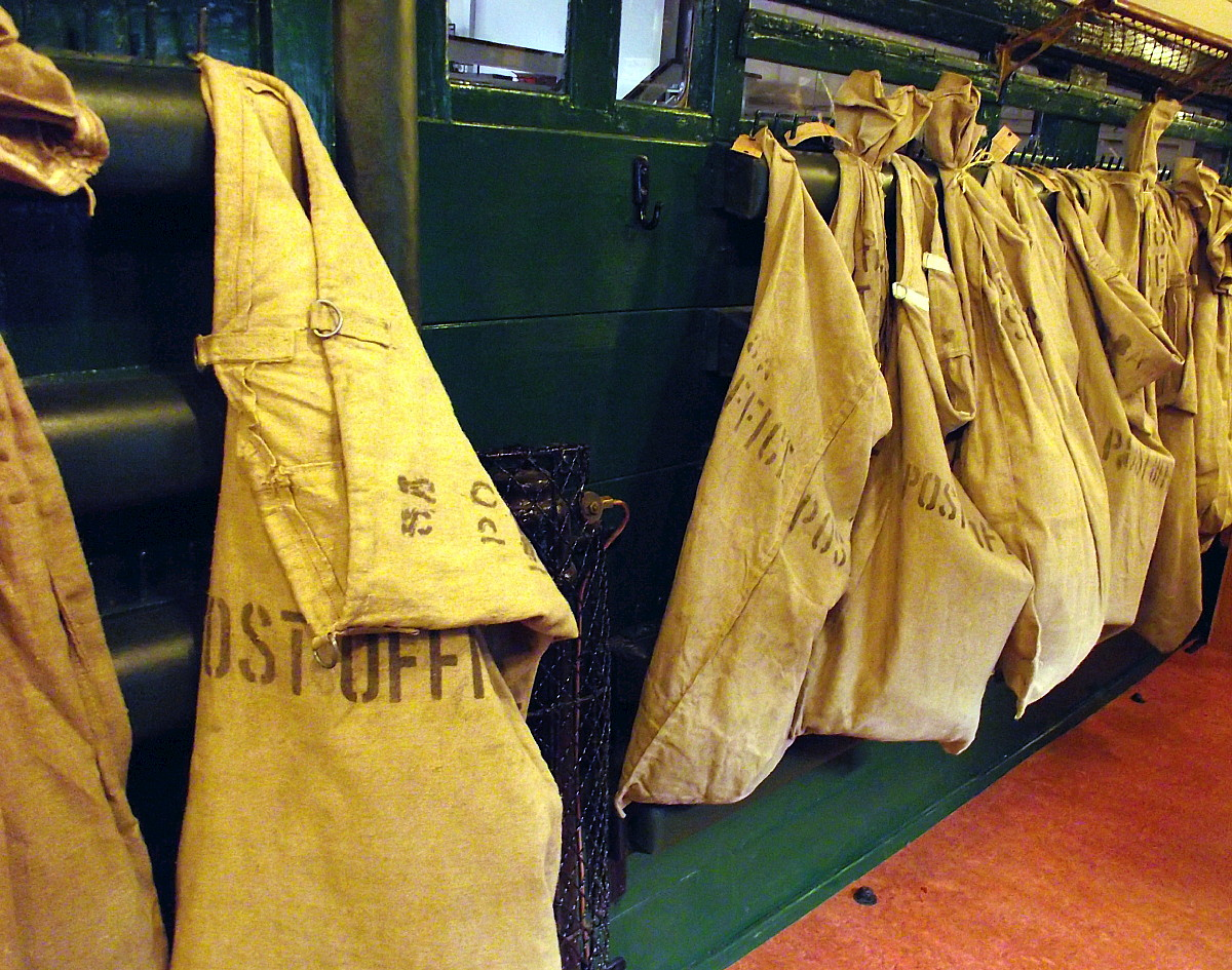 Post_Office_travelling_sorting_office,_Bressingham_Steam_Museum,_Norfold